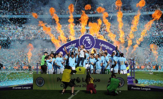 Premier League sa vracia na trávniky