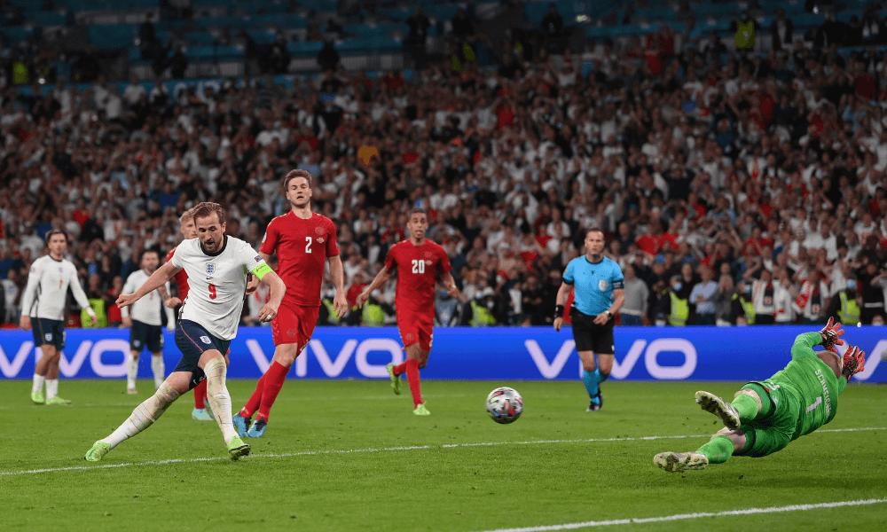 Harry Kane - penalta - Anglicko - Dánsko EURO 2020