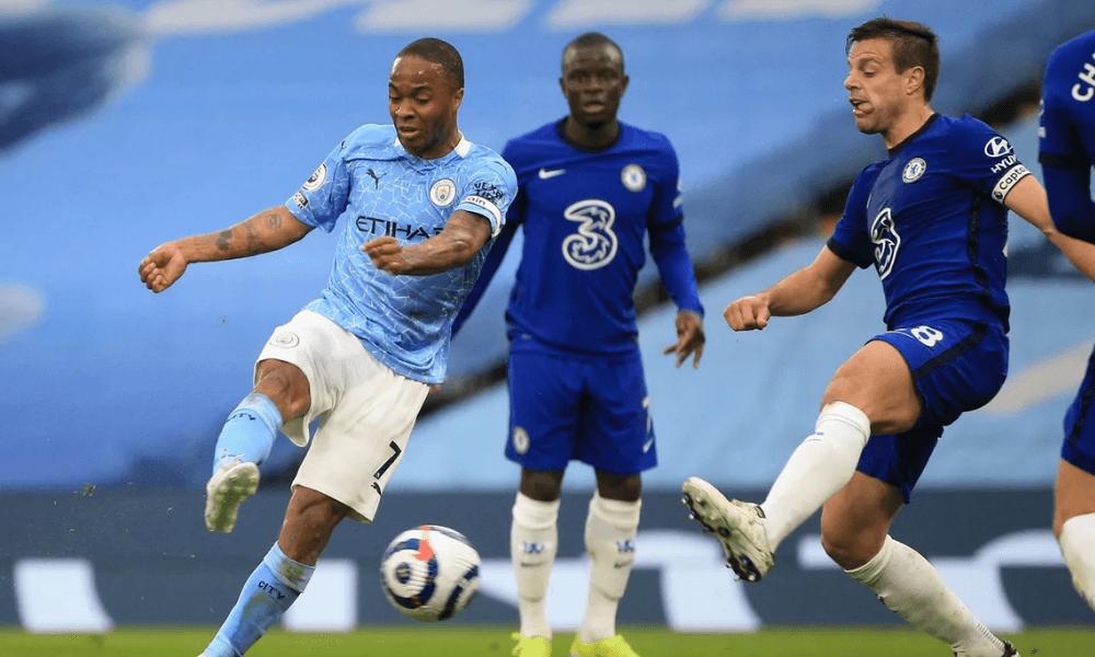 Sterling a Azpilicueta v zápase Manchester City - Chelsea